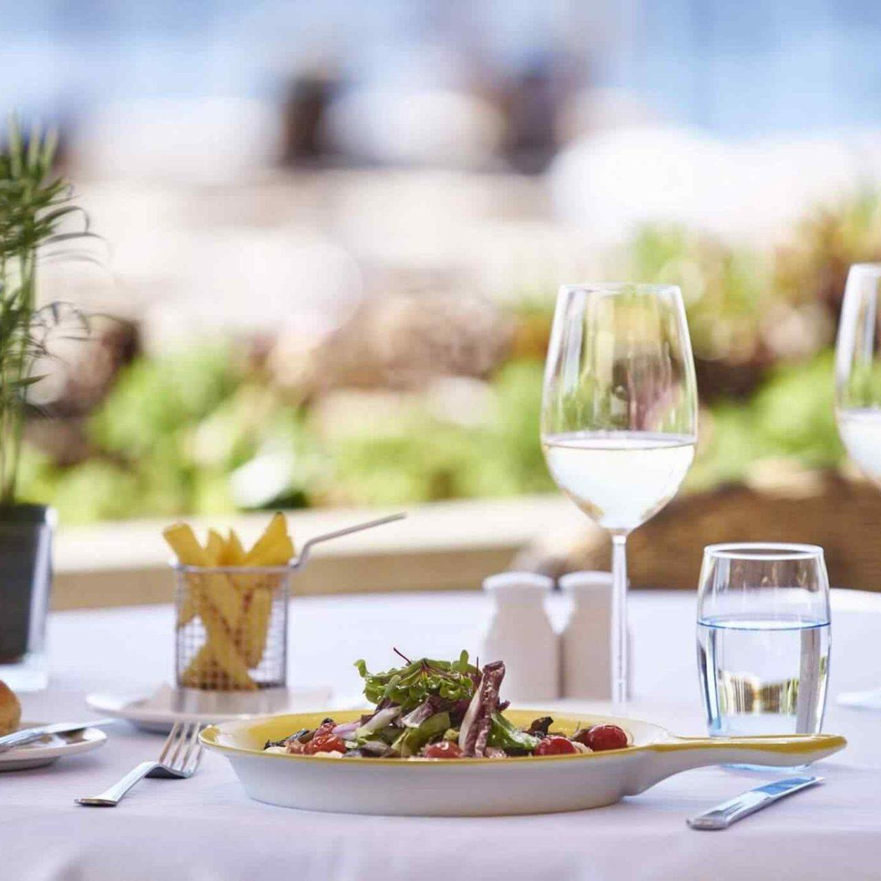 https://www.locfind.eu/wp-content/uploads/2017/08/restaurant-01-6-1280x1280.jpg